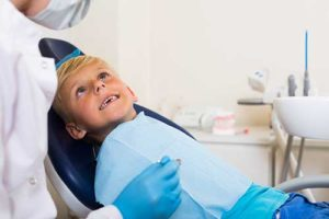 kid visiting the orthodontist learning about orthodontics